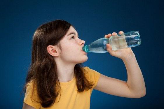 Imagenes De Niños Bebiendo Agua