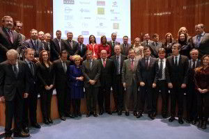 La ministra de Sanidad, Servicios Sociales e Igualdad con representantes de las empresas