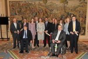 Grupo de personalidades ganadores de la Orden Civil de la Solidaridad Social y sus majestades