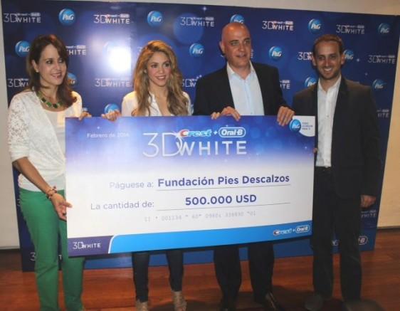 Isabella Grueso, Directora Asociada de Comunicaciones P&G Colombia; Shakira; Juan Carlos Trujillo, Genente General de P&G Colombia; Juan Carlos Restrepo, Gerente de Marca en Colombia Oral-B