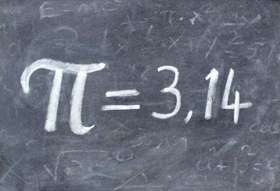 pizarrón con símbolo Pi igual a 3.14