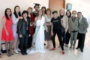 Grupo de mujeres posando para fotografíaMujeres