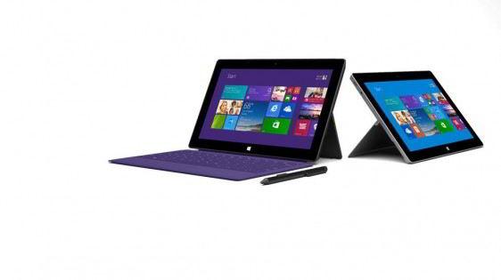 Computadoras Surface 2 y Surface 2 Pro abiertas y mostrando el menú de inicio