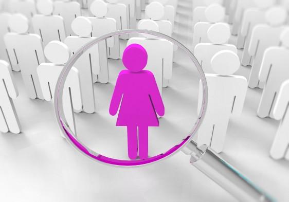 icono de mujer en rosa bajo lupa en el fondo iconos de hombres blancos