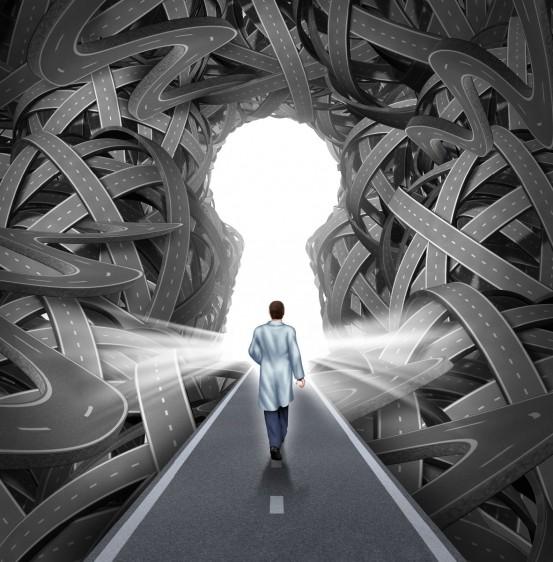 Ilustración de persona caminando hacia una luz en forma de ojo de cerradura.