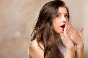 El enemigo más frecuente de la zona íntima femenina son las infecciones vaginales, que pueden originarse o potenciarse al aplicarse algunos productos estéticos y utilizar ropa de materiales sintéticos.