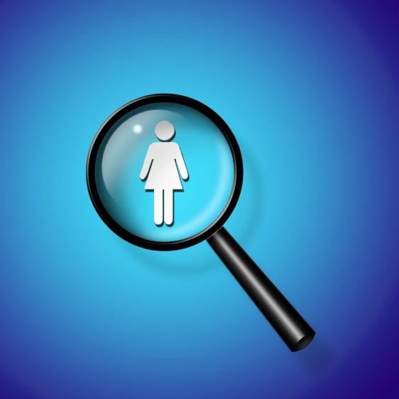 Lupa encima de ícono de mujer en un fondo azul