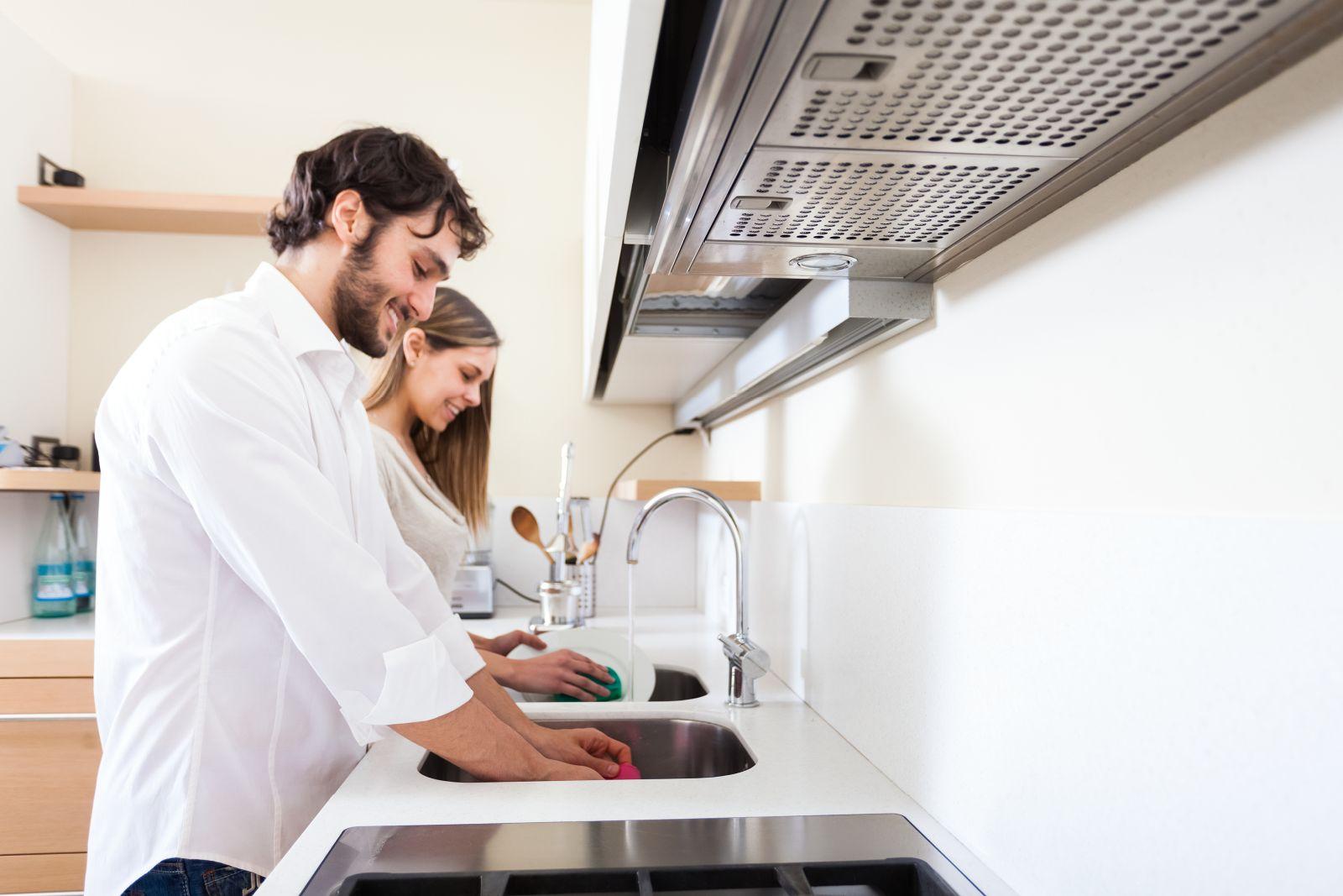Investigan el papel potencial de los paños de cocina en la contaminación cruzada en la cocina