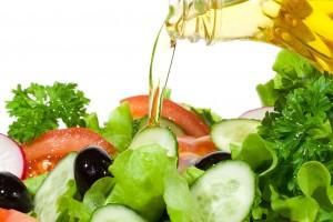 Aceite de oliva en la ensalada
