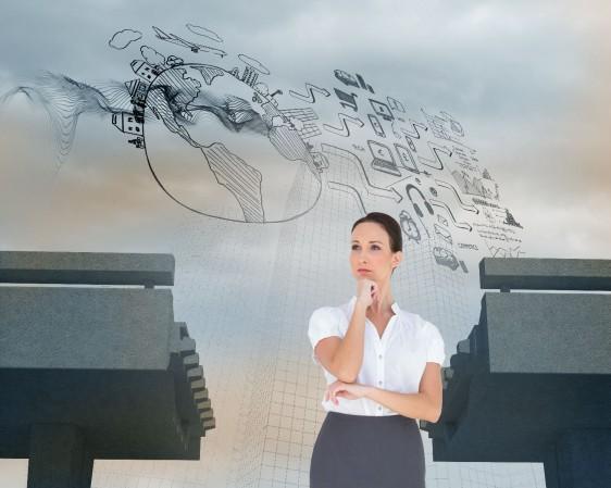 Mujer pensando al fndo un puente con brecha y números en el aire