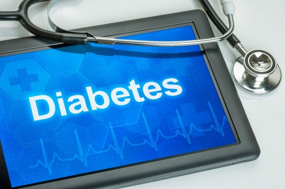 Tablet con la palabra Diabetes y un estetoscopio