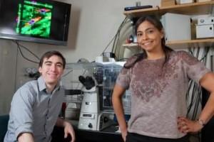 Michelle Dawson y Daniel McGrail en su laboratorio