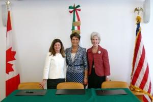 La Ministra de Salud de Canadá, Rona Ambrose, la Secretaria de Salud de México, Mercedes Juan y la Secretaria de Salud y Servicios Humanos de Estados Unidos, Kathleen Sebelius