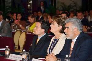 Mercedes Juan acompañada Mikel Arriola
