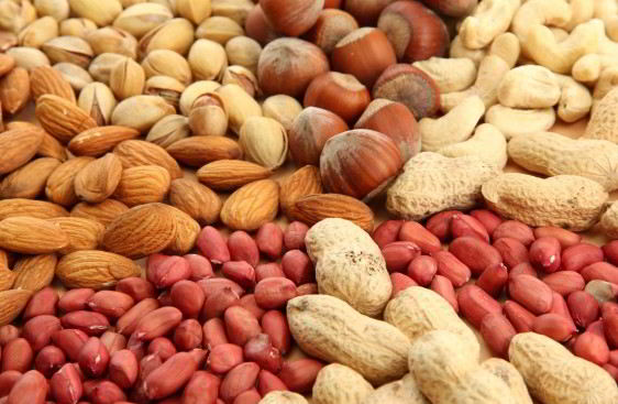 Imagen con varios tipos de nueces y cacahuates