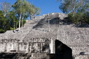 Pirámide en las ruinas de Calakmul