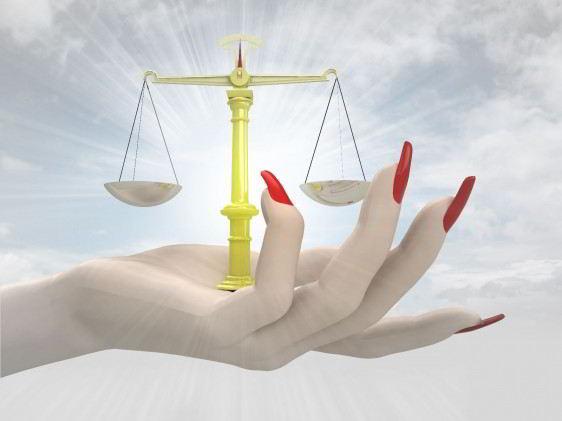 Ilustración de una mano de una mujer sosteniendo una balanza