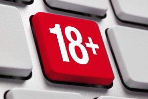 """Teclado blanco con un botón en rojo """"18+"""""""