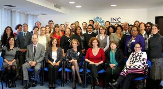 Grupo de personas participantes en la reunión sentadas