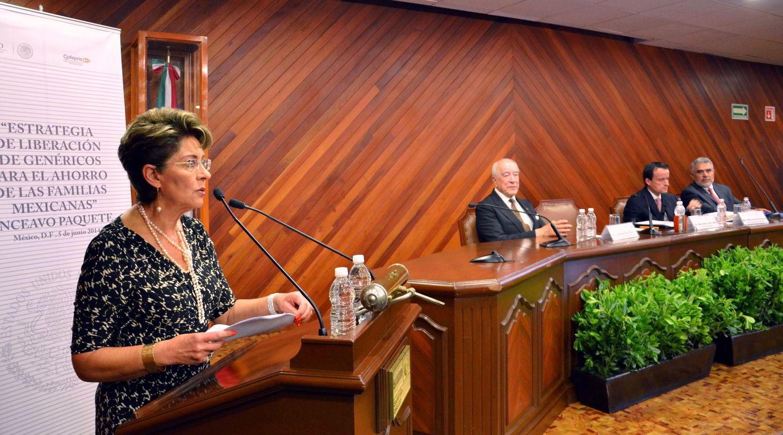 Dr. Leobardo Ruiz Pérez Secretario del Consejo de Salubridad General, Dra. Mercedes Juan Secretaria de Salud, Mtro. Mikel Arriola Peñalosa Comisionado Federal COFEPRIS y el Dr. Dagoberto Cortés Presidente de la Camara Nacional de la Industria Farmaceutica (CANIFARMA)