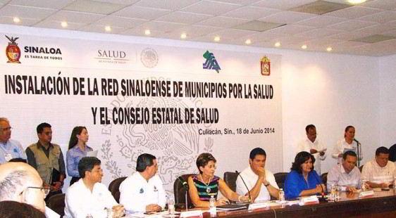 """Reunion de personas con letrero """"Red Sinaloense de Municipios por la Salud"""""""