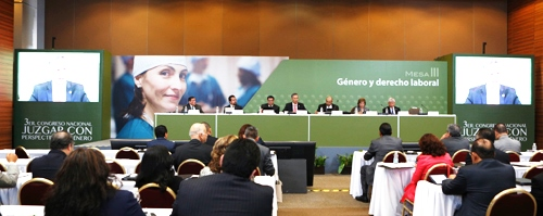 """Panelistas de la Mesa Laboral en el Tercer Congreso Nacional """"Juzgar con Perspectiva de Género""""."""