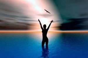 Ilustración de amanecer mujer en el oceano con agua hasta las rodillas con haz de luz al fondo