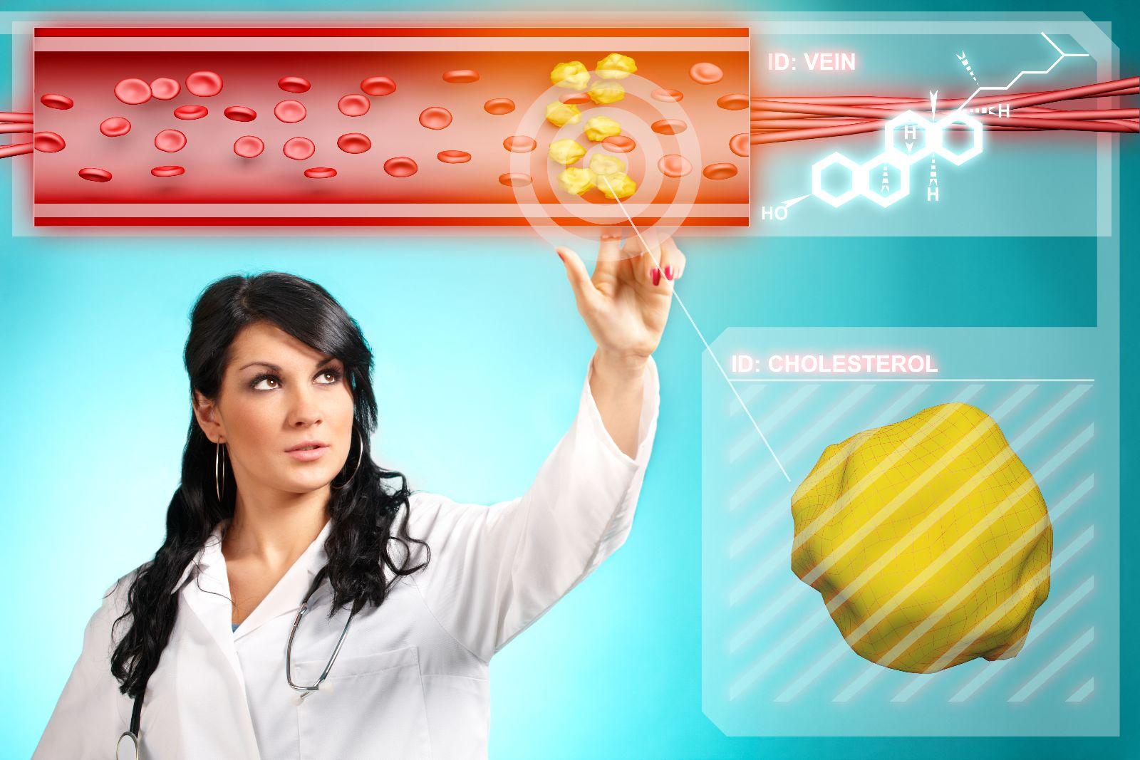Mujer tocando pantalla virtual que despliega una vena con colesterol