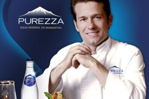 El Grupo Peñafiel lanza s nueva agua mineral de manantial Purezza, con una degustación preparada por el chef Palazuelos.