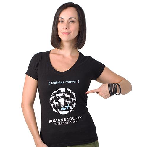 Gabriela de la Garza, con camiseta negra con texto Déjalas Mover