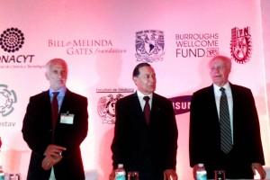 Bernard Pécoul, del DNDi; René Asomoza Palacio, Director General del Cinvestav; y José Narro Robles, rector de la UNAM