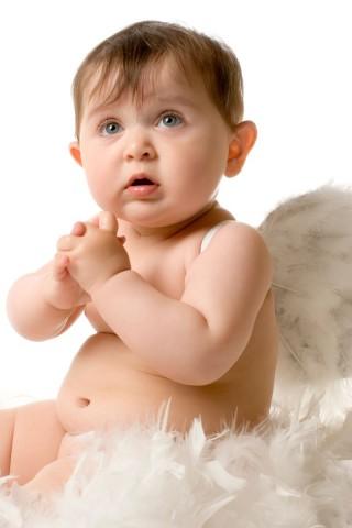 Bebé vestido de ángel
