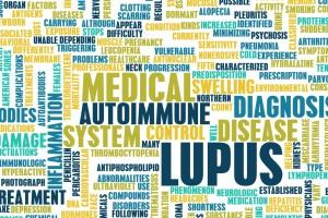 Aunque el lupus no tiene cura, en la actualidad existen muchos tratamientos que pueden ayudar a mejorar significativamente la vida de quienes lo padecen.