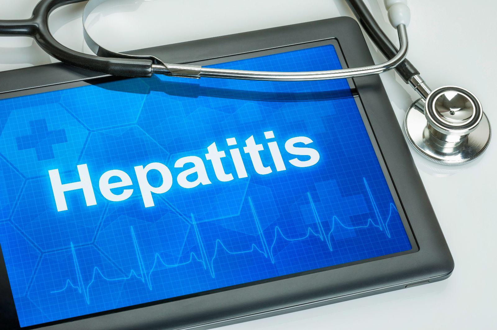 """Tablet con el texto """"hepatitis"""""""