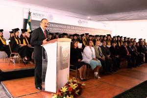 Acompañaron al Director General en esta ceremonia el presidente del CEN del SNTISSSTE, Luis Miguel Victoria Ranfla; la Directora de la Escuela de Dietética y Nutrición, Luz Elena Pale Moreno, así como integrantes de su cuerpo directivo.