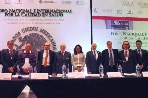 Mesa con ponentes del Encuentro Internacional para la Calidad del Sistema Nacional de Salud