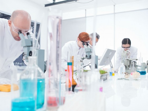 """""""Existen 61 biotecnológicos biocomparables en el país, producidos por laboratorios nacionales, lo que demuestra la gran capacidad científica y técnica para fabricar este tipo de medicamentos."""""""