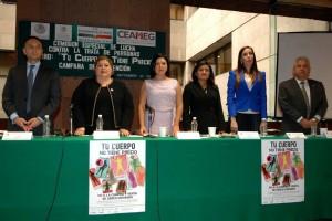 """Funcionarios en la mesa de trabajo de la presentación de la campaña de prevención """"Tu cuerpo no tiene precio"""""""