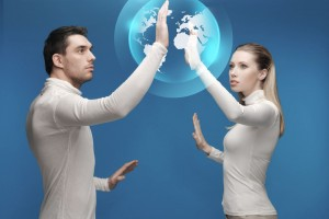 hombre y mujer tocando un mundo virtual