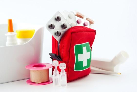 Medicamentos y material de primeros auxilios