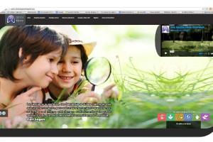 """Imagen de la pantalla del sitio """"Ciencia que se respira"""", dos niños observando en el pasto con una lupa"""