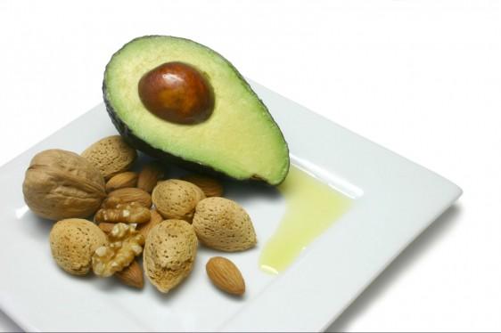 Los alimentos contienen una mezcla de los tres tipos de ácidos grasos y se agrupan por el que contengan en mayor proporción.