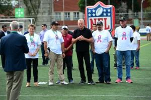 Joe Montana con personal de The American School Foundation y Centro Médico ABC