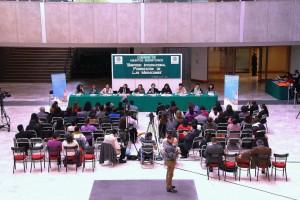 """Asistentes y foro del II Simposio Internacional """"Feminización de las migraciones. Conocimientos, políticas públicas Brechas y alcances"""""""