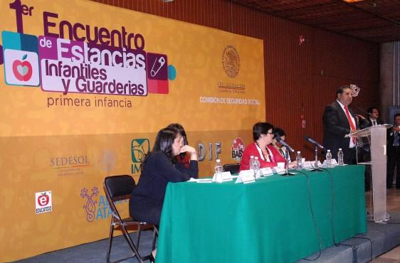 Javier Salinas Narváez dando su discurso