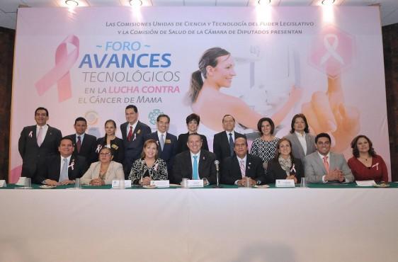 """diputados, investigadores, organizaciones sociales y funcionarios públicos enel foro """"Avances tecnológicos en la lucha contra el cáncer de mama"""""""