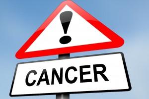 Letrero con signo de admiración y la palabra CANCER