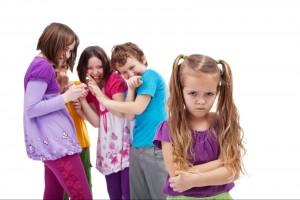 Es importante tener en cuenta que, además del bullying escolar también puede haber otros tipos de acoso