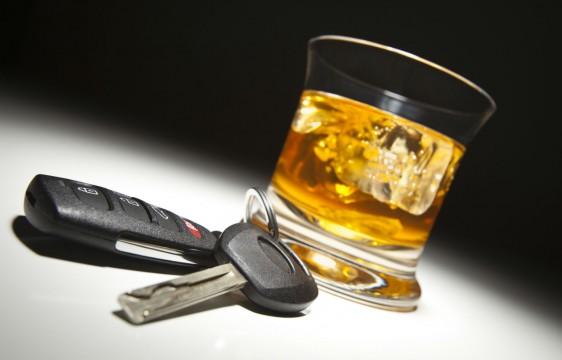 Cuando bebes en exceso te expones a otros tipos de accidentes, como perder el equilibrio y caer.