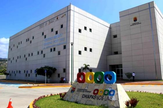"Fachada del Centro Médico Chiapas Nos Une ""Dr. Jesús Gilberto Gómez Maza"""